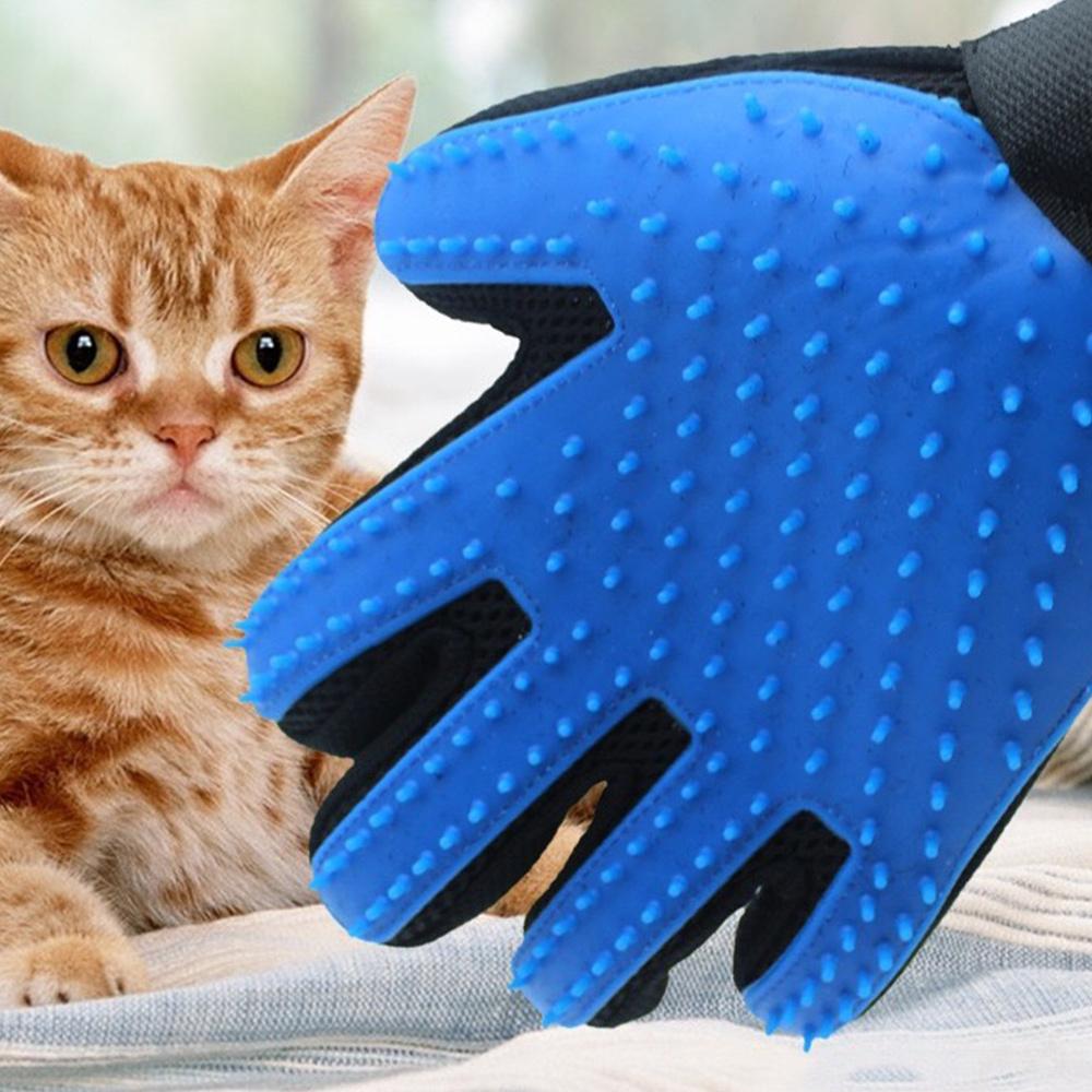 Перчатка для вычесывания шерсти кошки